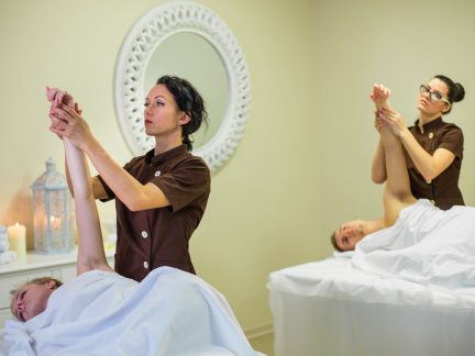 roku, kāju medicīniskā masāža