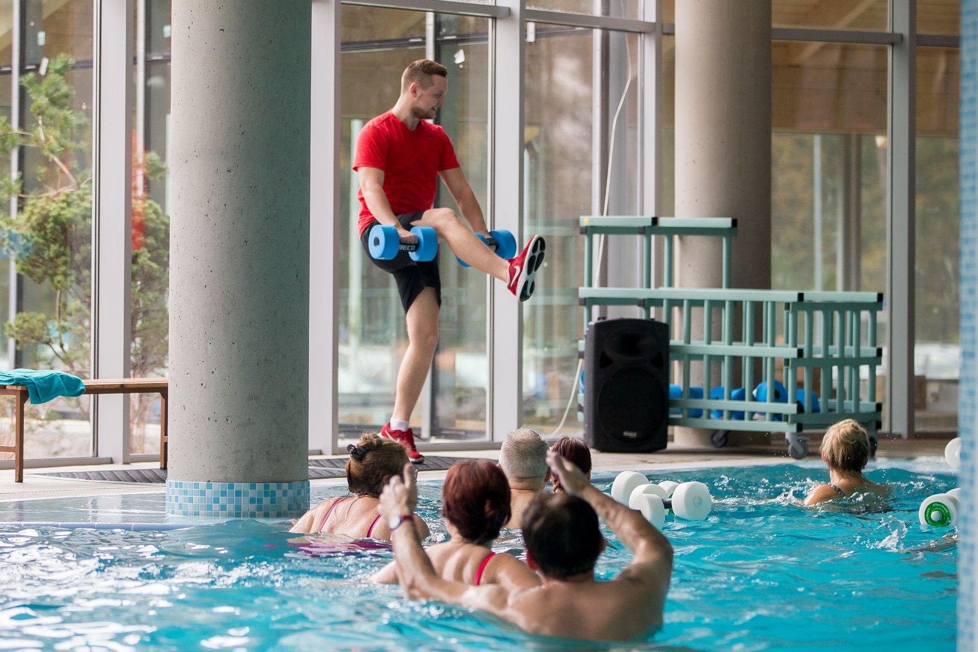 Grupinė treniruotė vandenyje