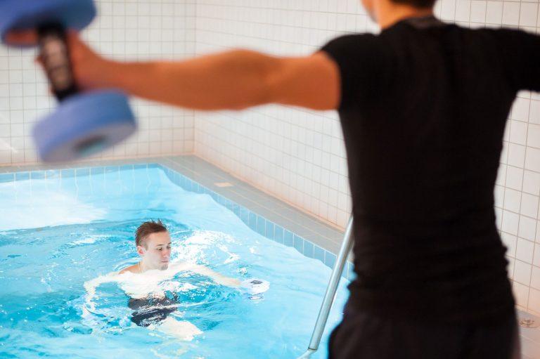 """""""Sveika nugara"""", sveikatingumo programa, gydomosios programos, nugara, baseinas, tempimas, vertikali vonia"""