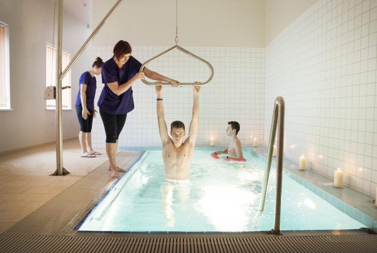 Gydomoji vertikalioji vonia